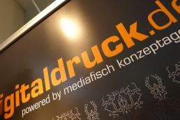 """Nur-Druck auf Roll-Up-Film B1 """"Campaign"""" für Displays"""